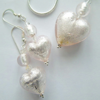 Silvery pink Murano glass pendant and earrings set.