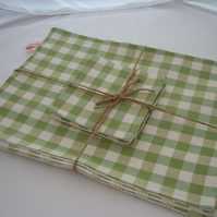 Set of 4 reversible placemats & coasters