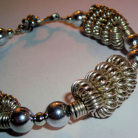 Twisted Wire and Beaded Bracelet (009)