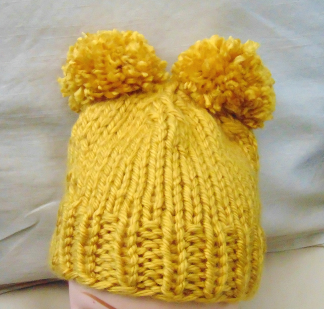 Childs Pom Pom hat 4-6 years