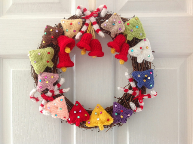 Knitted Christmas Wreath, Xmas Knitting pattern, Christmas trees, Christmas deco