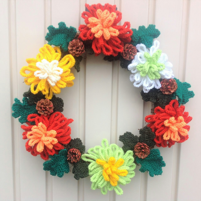 Knitted Christmas Wreath, Xmas Knitting pattern, Christmas flowers, Christmas de