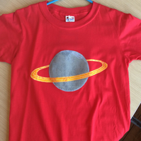 Saturn appliquéd red T-shirt for child aged 7-8 years