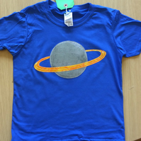 Saturn appliquéd blue T-shirt for child aged 5-6 years