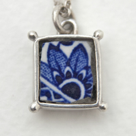 Vintage Willow Pattern China Blue Flower Box Pendant