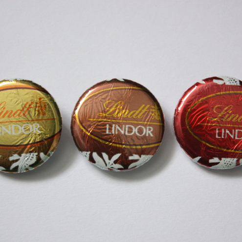 LINDOR/LINDT CHOCOLATE WRAPPER BADGES