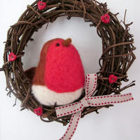 Needlefelt Robin in a Wreath