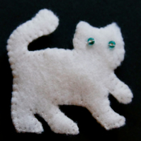 Snowy White Cat Felt Brooch - UK Free Post