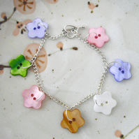 Pretty Shell Button Flower Bracelet