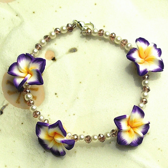 Pretty Flower Beaded Bracelet