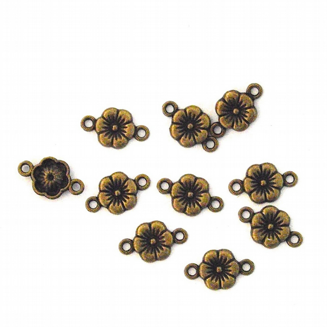 10 x Antiqued Bronze Tone Flower Connector Charms
