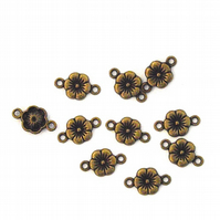 20 x Antiqued Bronze Tone Flower Connector Charms