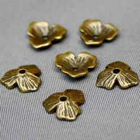 Pack of 30 – Three Leaves Bead Caps