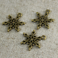 Pack of 10 - Christmas Charms Snowflake