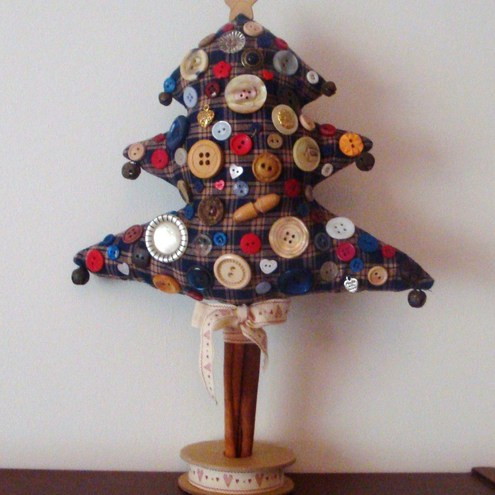 *SALE* FOLK ART BUTTON CHRISTMAS TREE