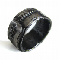 Men's oxidized sterling silver wedding ring, handmade jewellery with a sle