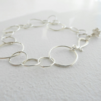 Handmade links bracelet with a floral charm in sterling silver 925, adjustable