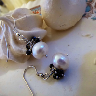 Earrings in sterling silver with cultured baroque pearls and black spinel gems