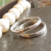 Amour Toujours - set of 2 hammered wedding rings in sterling silver, rustic wedd