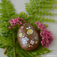 painted pebble - little bee and blossom