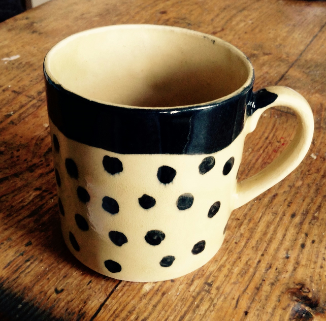 Mug in cream stoneware with brown dots.