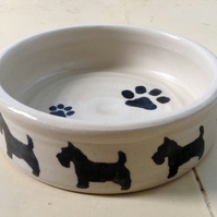 Dog bowl in cream pottery stoneware with scottie dogs design.