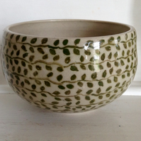 Soup bowl with leaf decoration