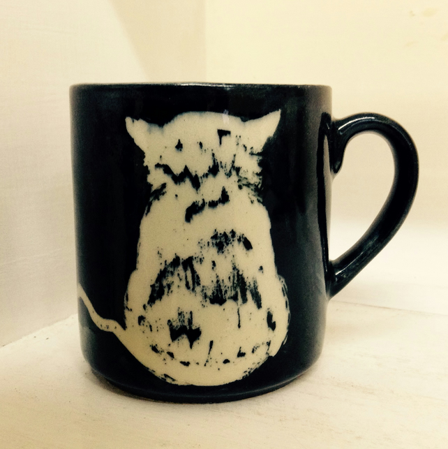 Mug in pottery stoneware with kitten design