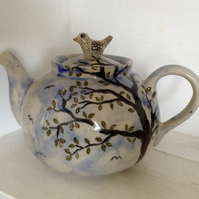 Teapot with bird lid