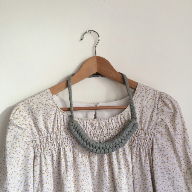 Light grey knotted necklace no.1