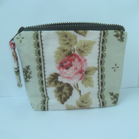 Make up bag in pink and green vintage fabric