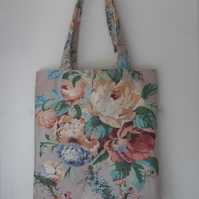 Tote bag with long handles in pink floral fabric