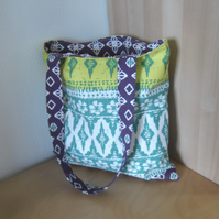 Shoulder tote shopping bag in bright printed fabric
