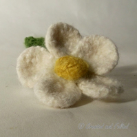 White  Daisy Felt Flower Brooch