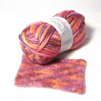Pink variegated Felting Wool Yarn blended wool knit and felt color 30