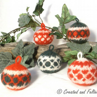 Felt Christmas Bauble Knitting Pattern
