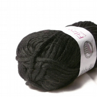 Black Felting Wool knitting Yarn Uni 03
