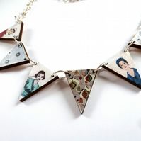 Fabulous 50s ladies wood bunting necklace