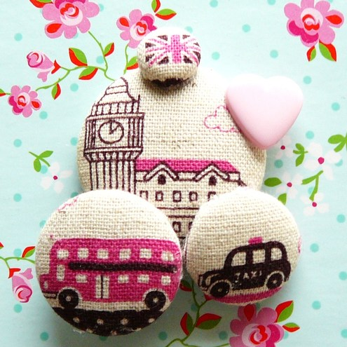 London loves pink retro pin brooch