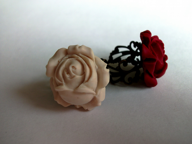 Antique Cream Rose Ring