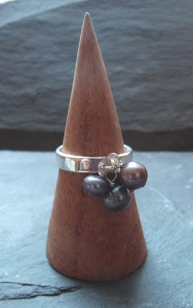 Sterling silver ring with grey freshwater pearl dangles cluster - UK size O