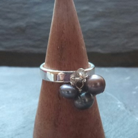 Sterling silver ring with grey freshwater pearl dangles cluster - UK size Q