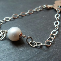 Sterling silver chain bracelet with white freshwater pearl