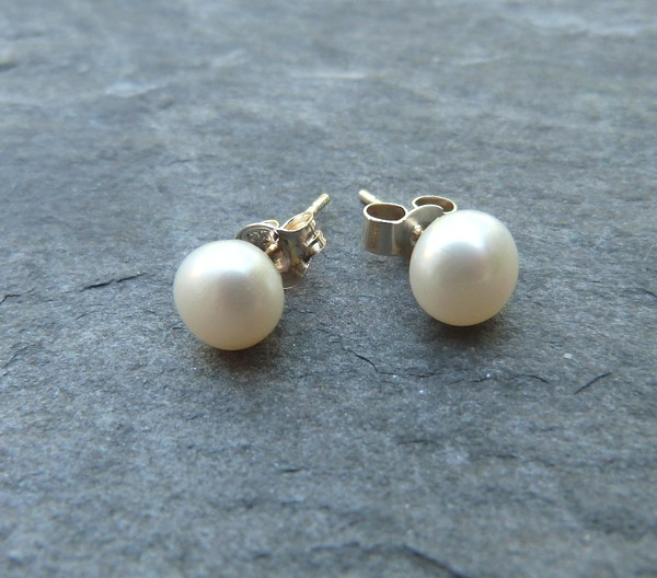 Freshwater pearl and sterling silver studs - AA-grade 6.5-7mm white pearls