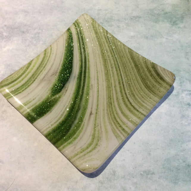 Sparkly green trinket dish (0425)