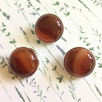 Red agate buttons  (0495)