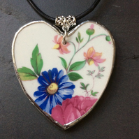 Recycled china heart pendant  (0563)