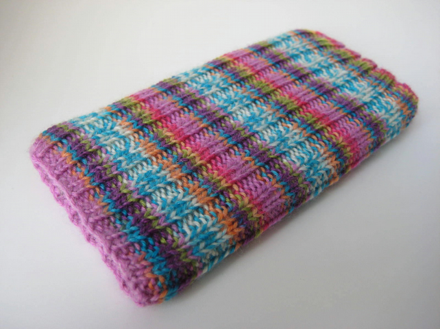 hand knitted mobile iPhone 6 7 8 wool cosy