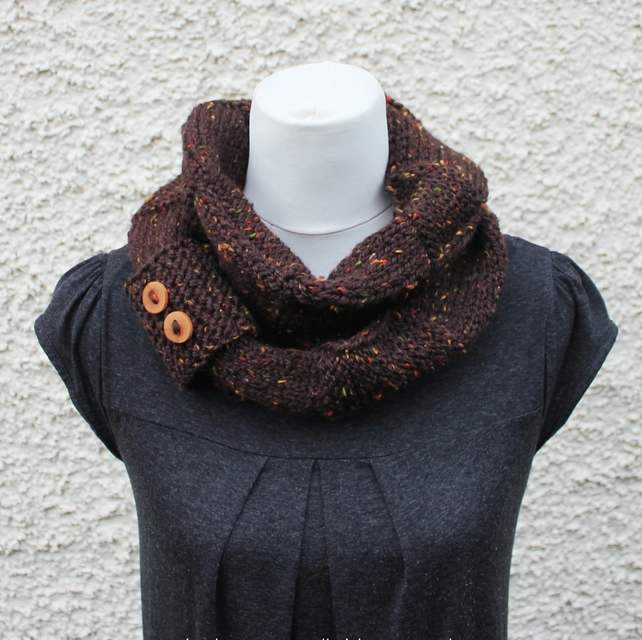 Knitted brown infinity scarf, UK, gift guide, womens snood