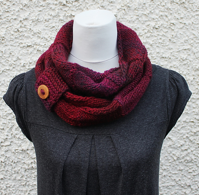 Knitted  infinity scarf, knitwear UK, gift guide, womens burgundy snood